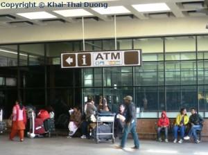 Ankunft in Nepal - ATM am Tribhuvan Airport vorhanden.