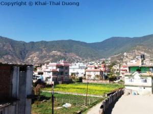 Nepal Reisezeit - Blauer Himmel während der trockenen Winterzeit in Nepal.