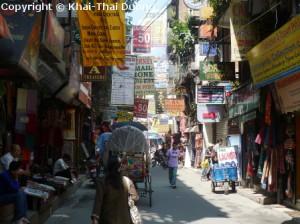 In Thamel gibt es an jeder Ecke Souvenirshops, Restaurants und Bars.