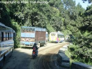 Busfahrt-Kathmandu-Pokhara_Stau