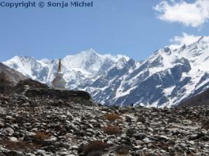 Himalaya Täler liegen auf 3.600m und stellen kalte Wüsten dar.