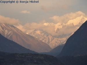Nepal Geographie - Acht der weltweit 14 Achttausender liegen in Nepal.