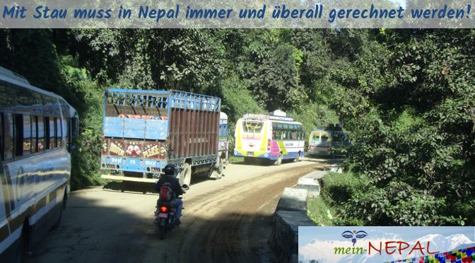 Obwohl die Entfernungen nicht allzu groß sind, dauern Fahrten in Nepal immer extrem lange.