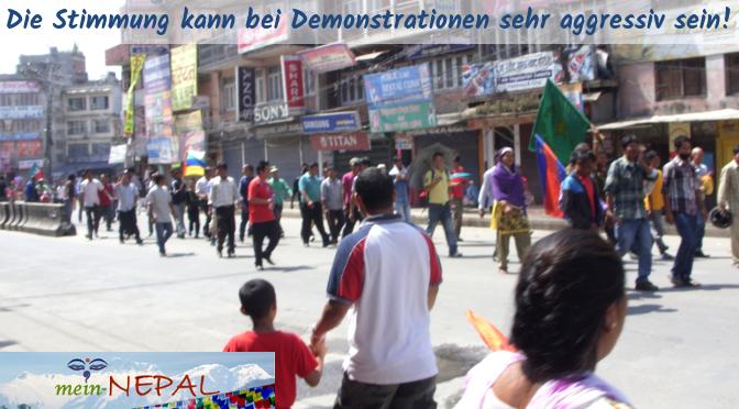 Demonstrationen solltest Du lieber aus dem Weg gehen.