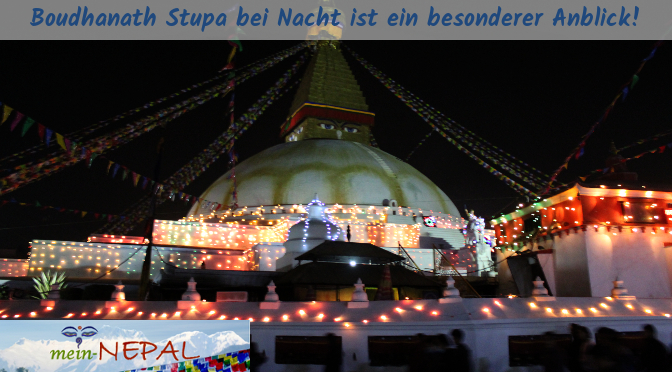 Während den Vollmond-Feierlichkeiten wird der Stupa mit Lichterketten verziert.