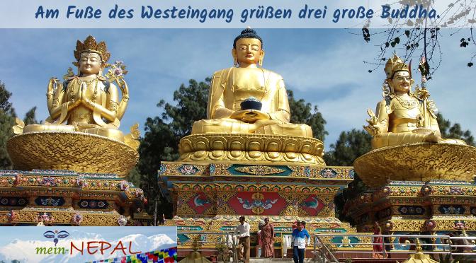 Sobald Du die Buddha-Statuen siehst, kannst Du aus dem Bus aussteigen. Sie markieren den westlichen Eingang zu Swayambhunath.