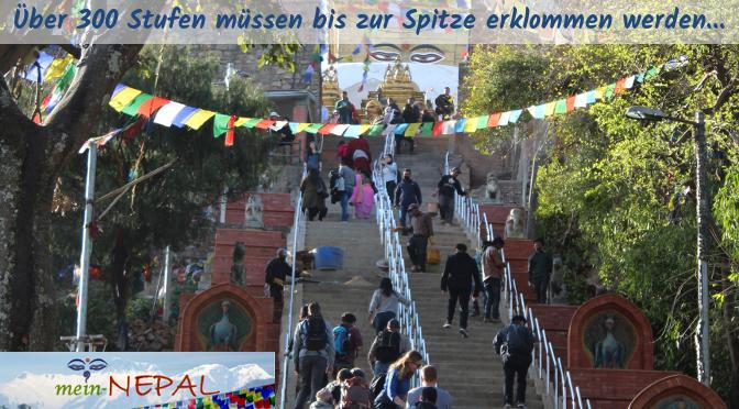 Am östlichen Eingang zum Tempel müssen über 300 Stufen erklommen werden.